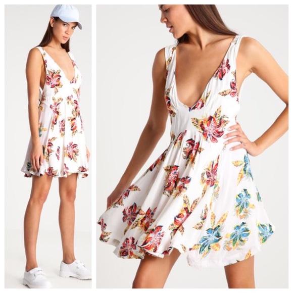 0a6fe0776d7e Free People deep v neck floral dress
